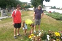 Uctění památky na místním hřbitově v Opařanech.