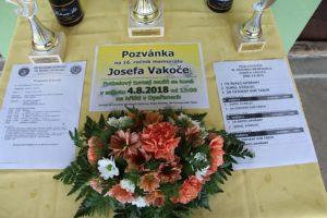 Kytice na hřbitov na turnaji 16. ročníku Memoriálu J. Vakoče